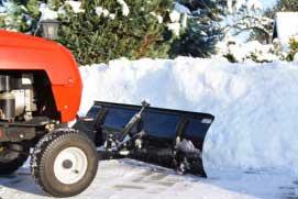 Rasentraktor im Schnee, Winterdienst, Schneeräumen