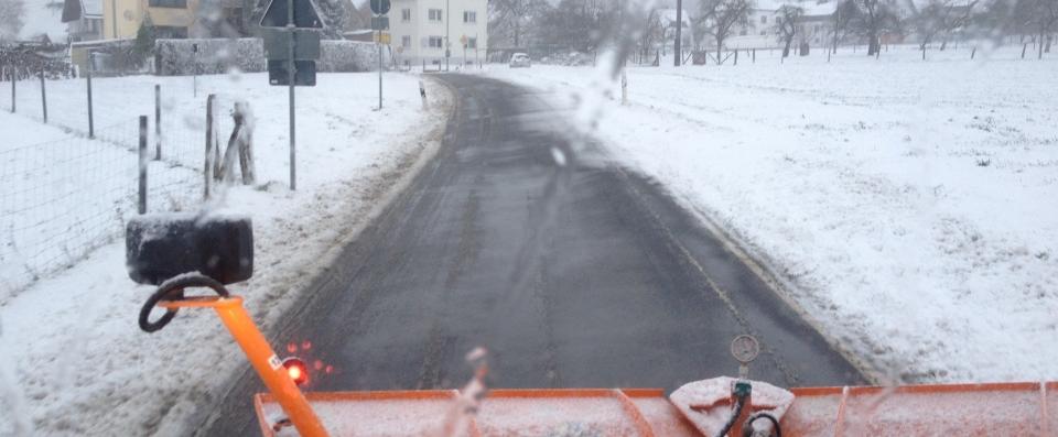 Winterdienst mit Unimog und Samasz Schneeschild